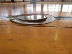 床金具が浮き上がってきた