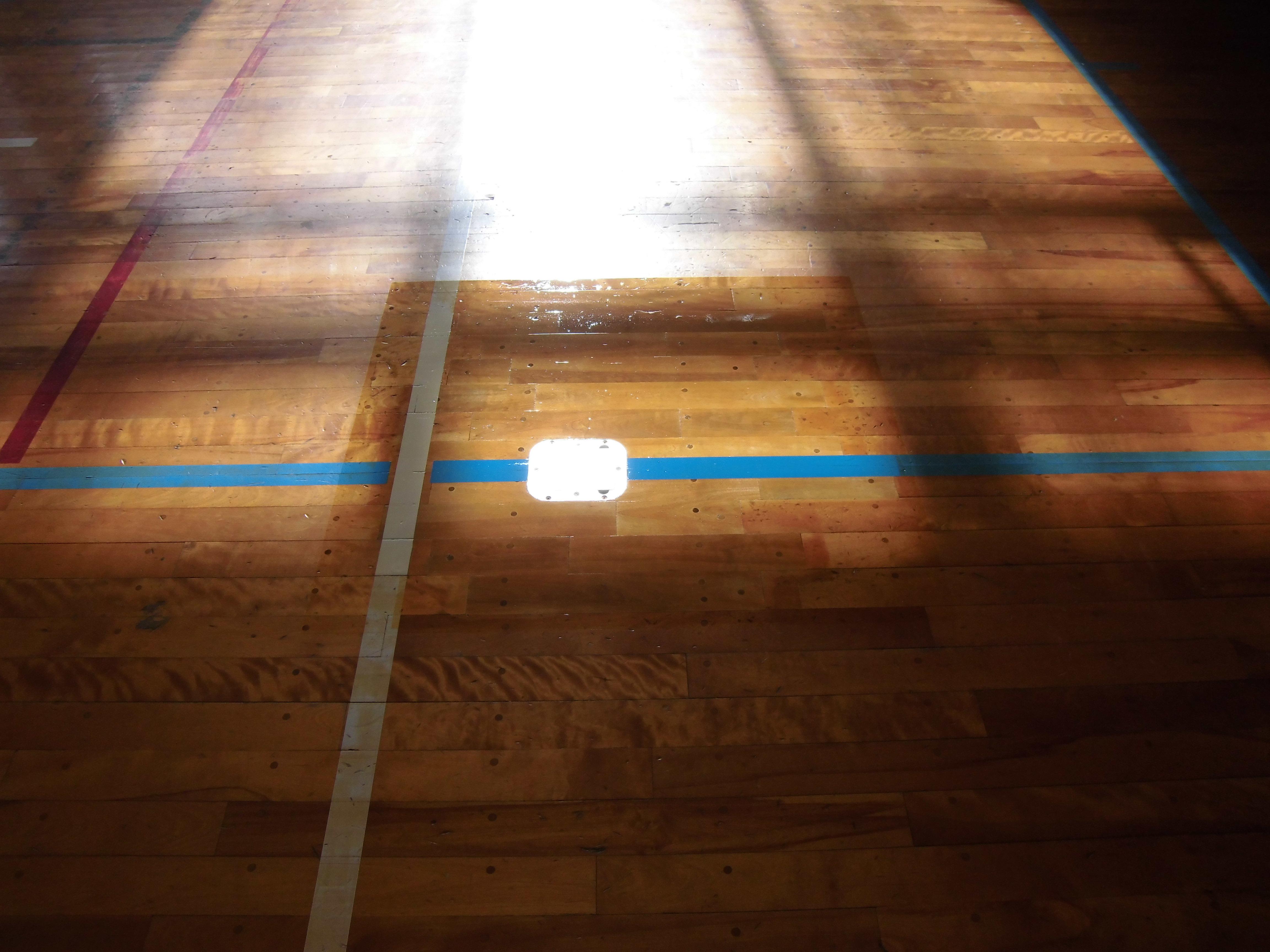 バレーボール用床金具取り替え工事完了