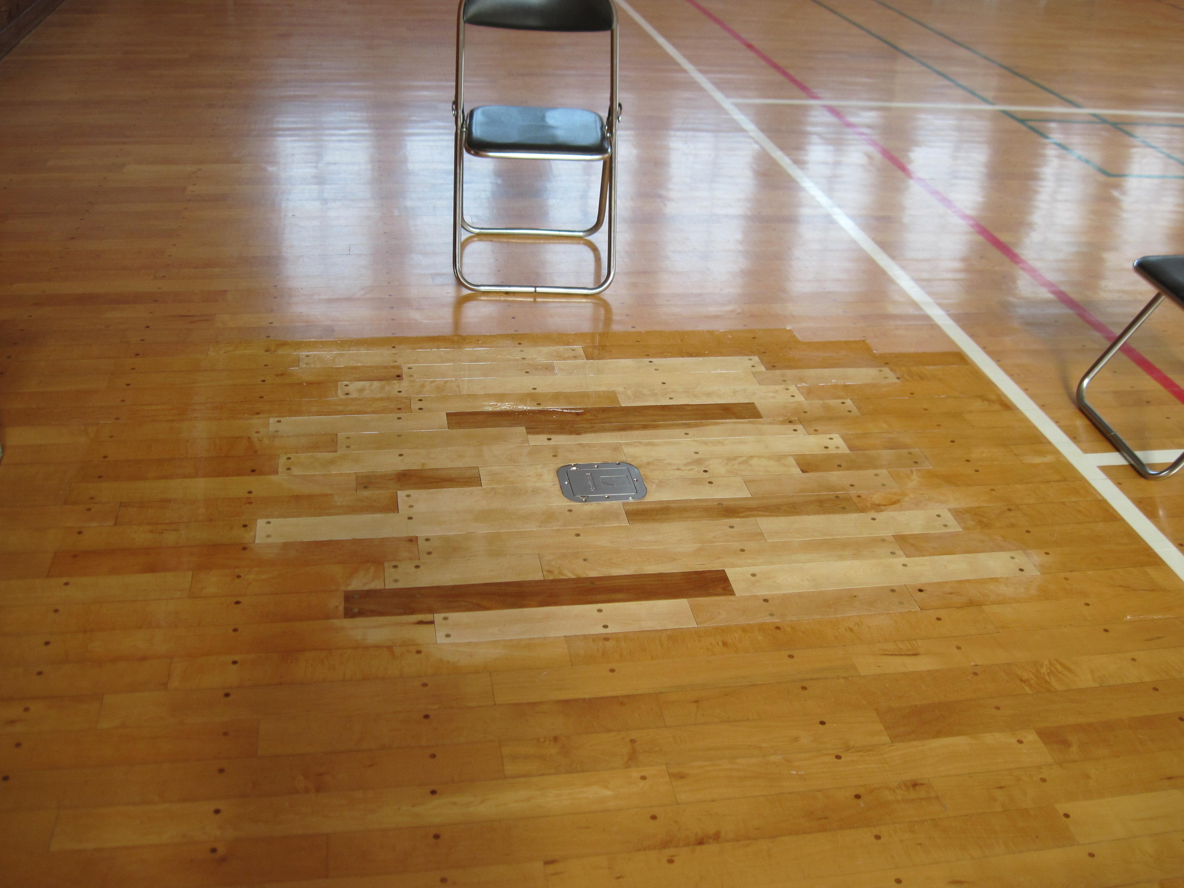 バレーボール床金具基礎ぐらつきによる工事