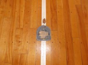 バレーボールの床金具の交換工事