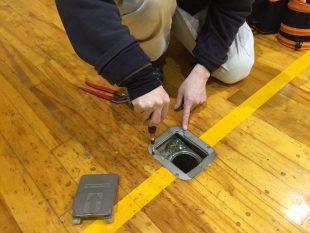 体育館床金具の点検及び交換工事