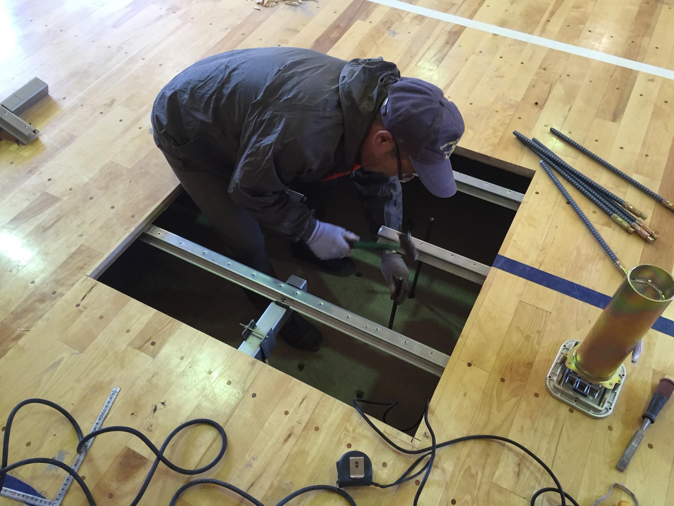 体育館バレーボール用基礎改修及びスライド式床金具設置工事