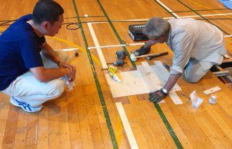 体育館床金具のバドミントンバレーボールコート増設工事