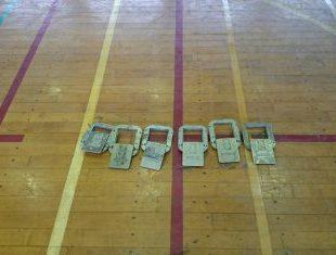 体育館フローリング床金具取り付け