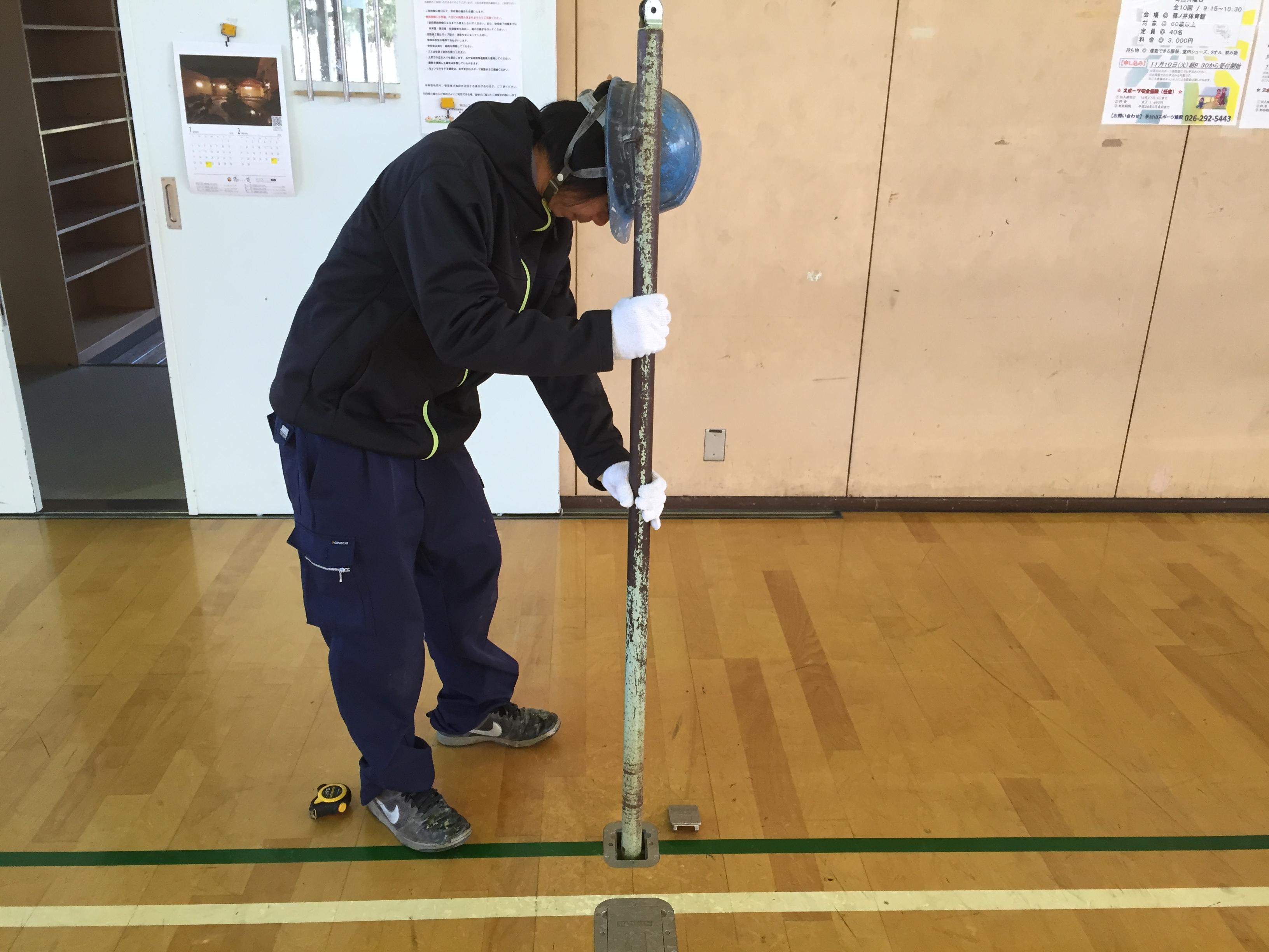 体育館バレーボール用床金具天蓋交換及び支柱位置調整