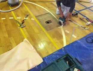 体育館バレー用床金具交換施工途中