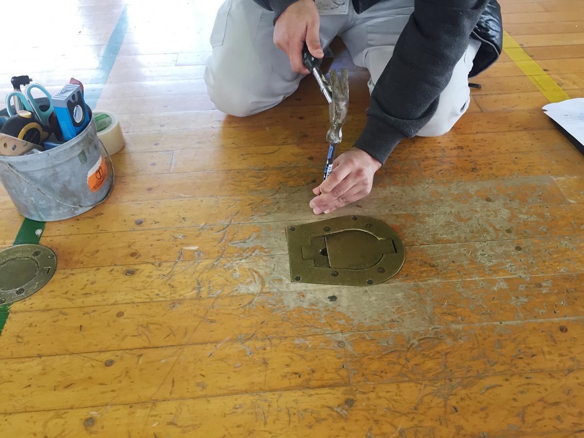 体育館バレーボール用床金具の撤去更新工事