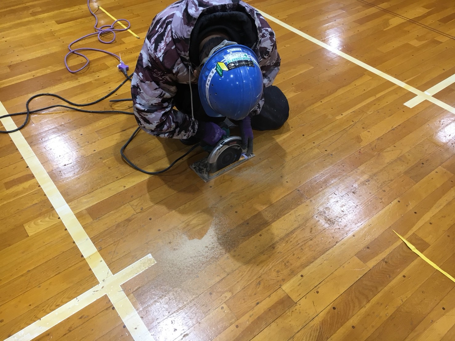 大学体育館バドミントン用床金具基礎設置及び金具交換工事