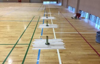 体育館低鉄棒用床金具基礎打設及びフローリング張替え上蓋取付け施工