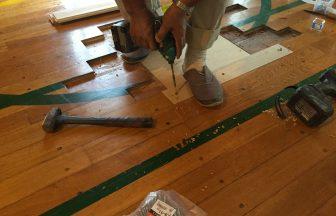 体育館既存床金具損傷及び破損による交換施工