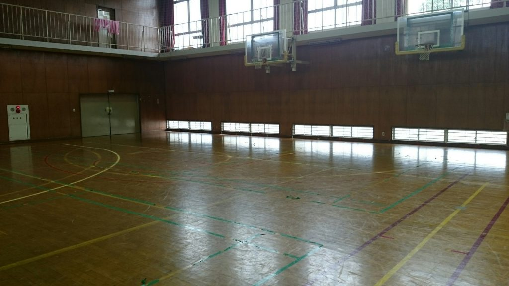 体育館床メンテナンスのための現場調査