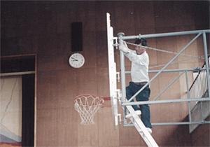 昭和50年代バスケゴール設置の様子写真