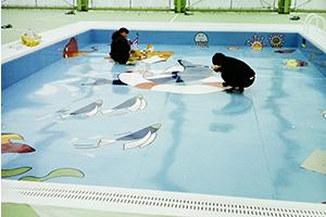 プール塗装の様子(イラスト描き)