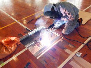 体育館用の床金具工事についての解説