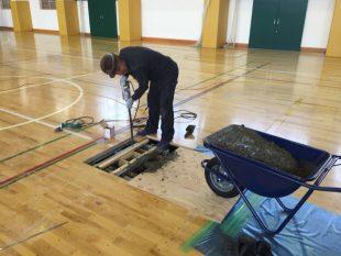 体育館用の床金具工事について